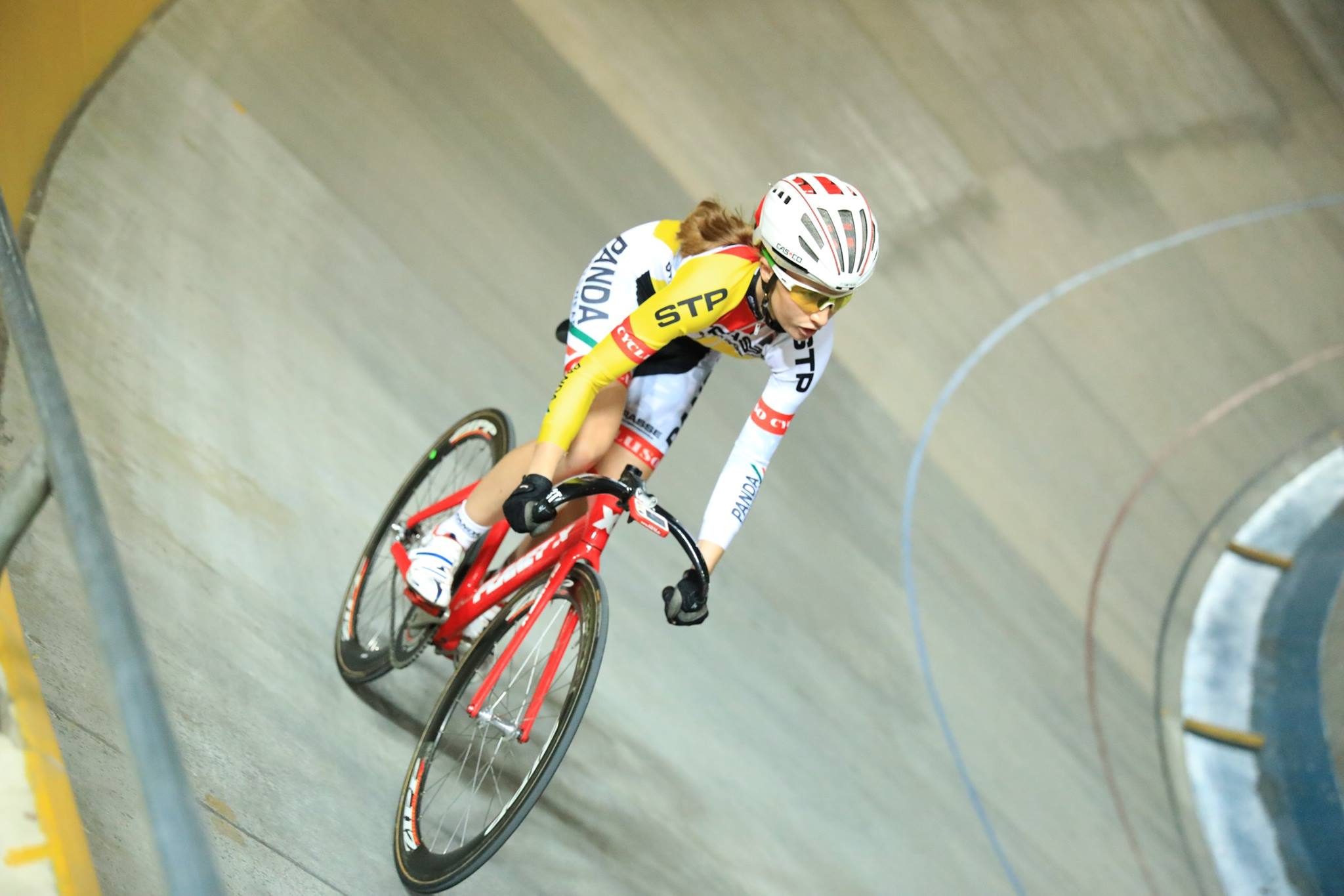 Jennifer Abbot (pictured) and Danielle van Niekerk etched their name on the trophy of the inaugural Women's class at the SA National Madison Championships, winning with 20 points at the Bellville Velodrome on Saturday 17 December 2016. Photo credit: Owen Lloyd
