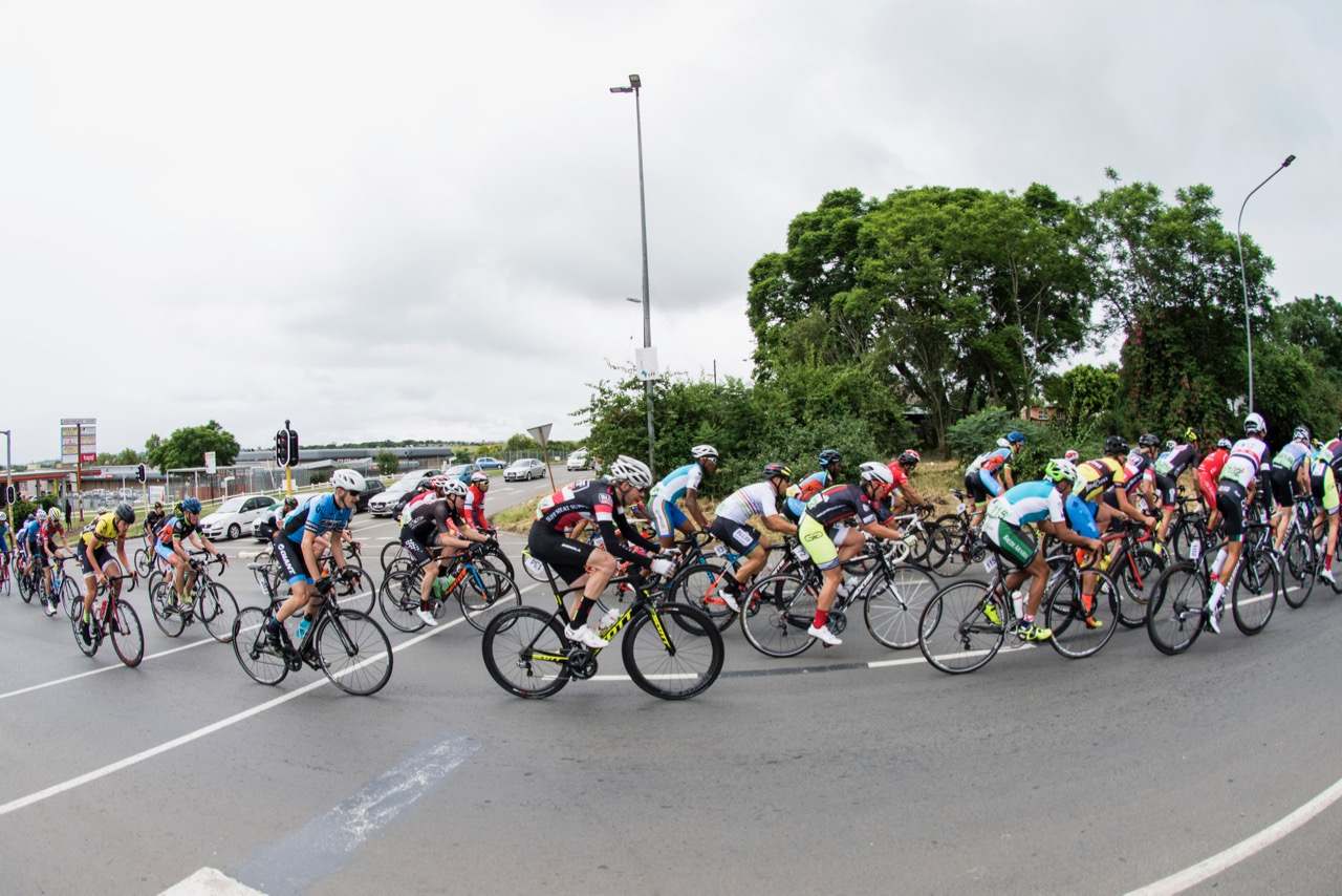 The beautiful South African scenery allows for much enjoyment on the road and the number of competitive cyclists is also on the increase. 📷  BOOGS Photography