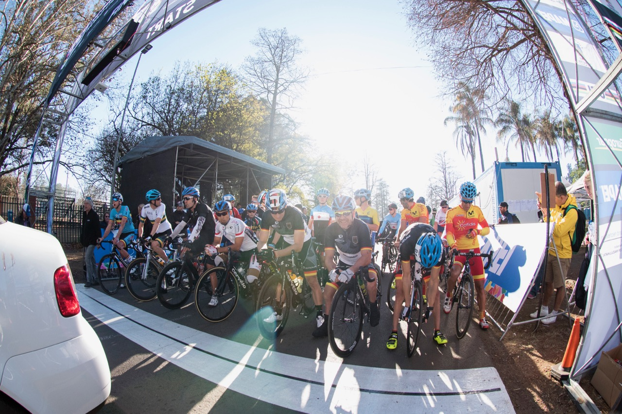 The early morning start for the Men C1-3 classes during the Road Race on Day 4 of the 2017 UCI Para-cycling Road World Championships held at Alexandra Park Pietermaritzburg, South Africa, on Sunday 3 September 2017. Photo credit: Andrew Mc Fadden