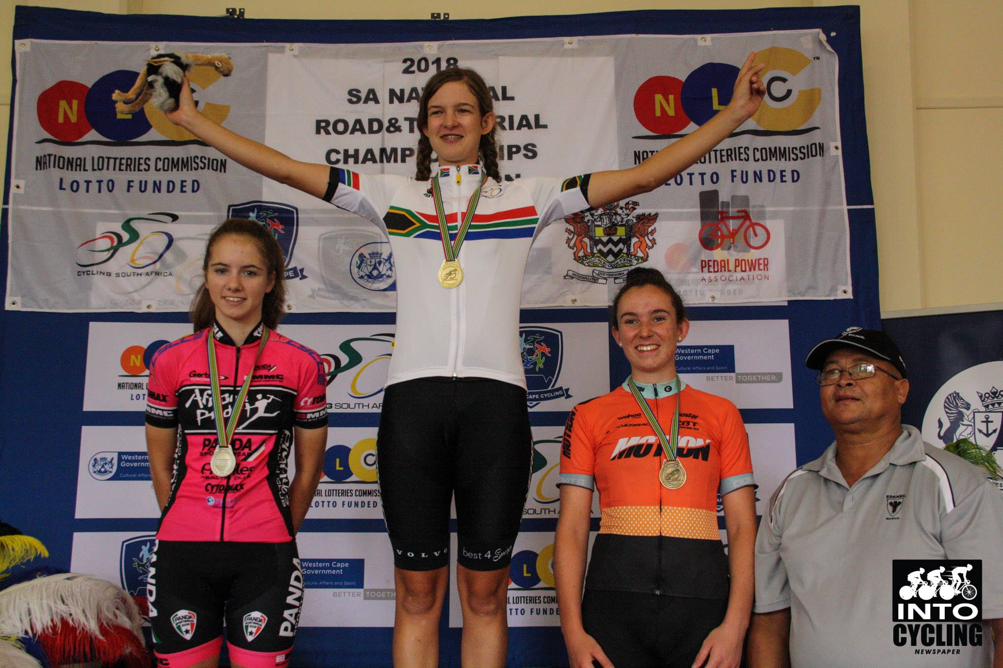 Junior Women's winner Tiffany Keep (Team Silverback Volvo) flanked by Kelsey van Schoor (Team African Pride-left) and Carla Steyn (Absolute Motion-right) at the 2018 SA National Road and Para-cycling Championships, which took place in the streets of Oudtshoorn from 6-11 February. 📷 www.intocycling.co.za