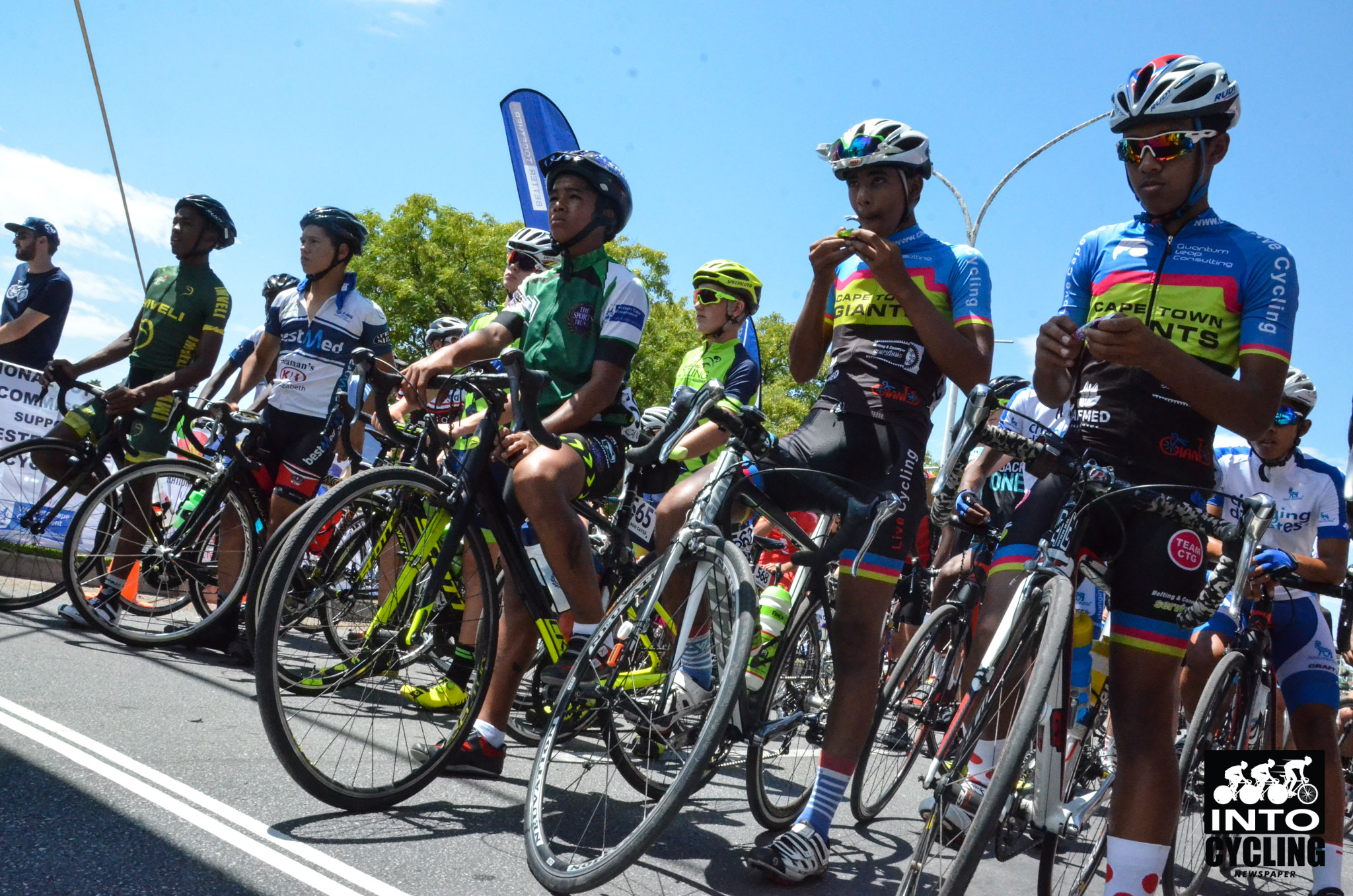 Riders eagerly await the start gun in the Youth class' Boys race at the 2018 SA National Road and Para-cycling Championships, which took place in the streets of Oudtshoorn from 6-11 February. 📷 www.intocycling.co.za