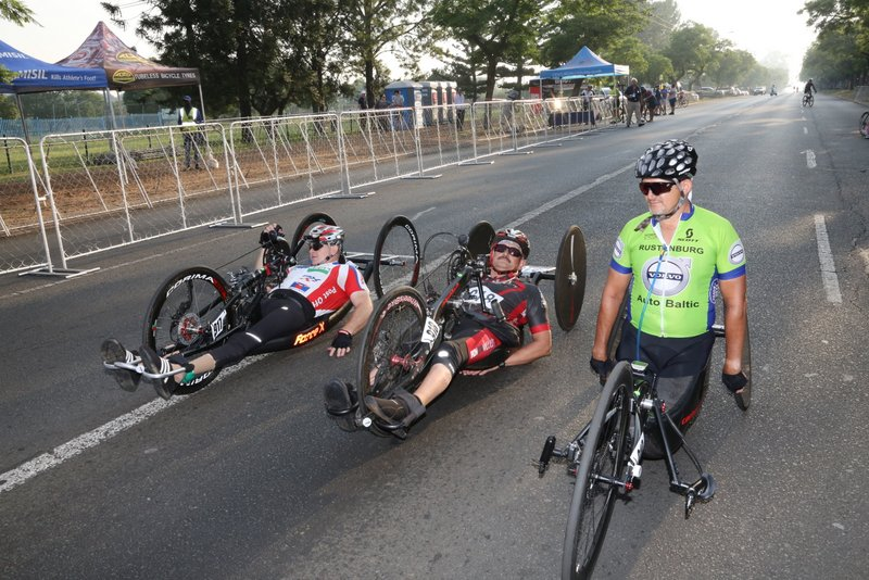 From left: Gysie van der Niet, Barend Coetzee (both H4) and Andries Scheepers get ready for the road race AT THE 2019 SA ROAD NATIONAL CHAMPIONSHIPS HELD IN THE CITY OF TSHWANE FROM 7-10 FEBRUARY. PHOTO: CYCLING SA/RIKA JOUBERT