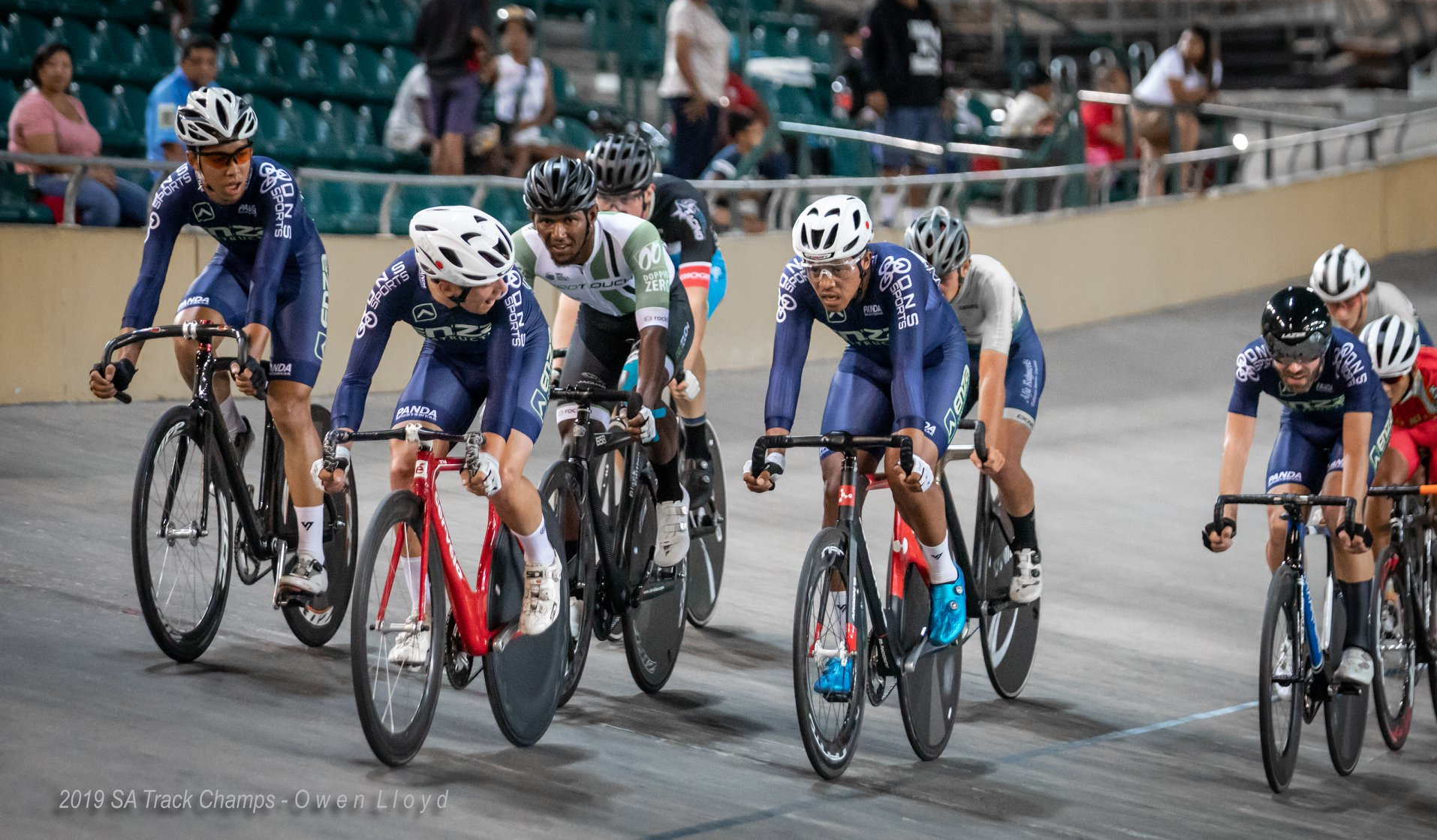 The Elite Men's Points Race was a star studded affair with the top riders in the country. Photo: Owen Lloyd