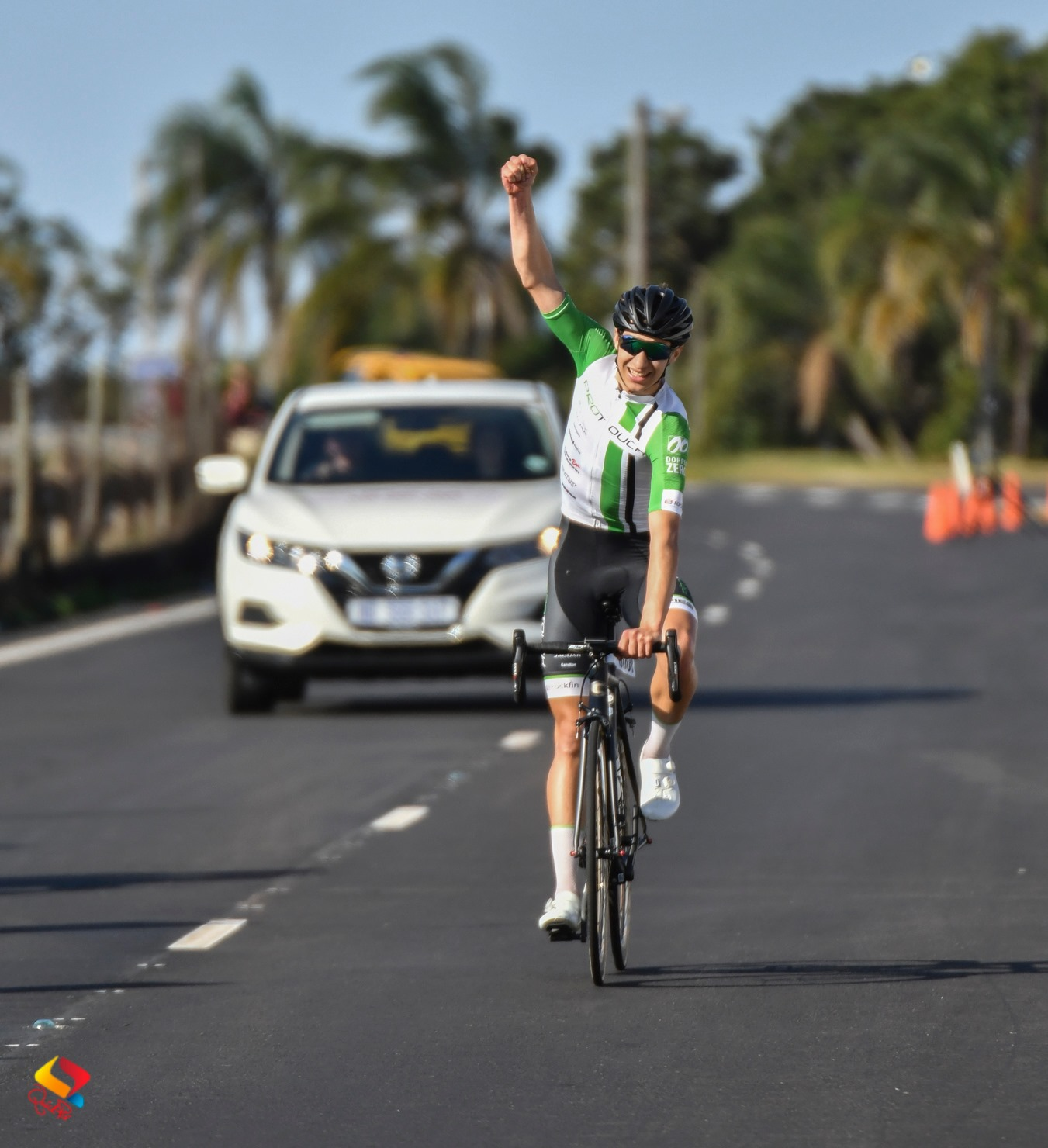 Tiano da Silva won the Men's Junior road race title at the 2019 SA ROAD National Championships for Junior, Youth and younger in Westville on Sunday 23 June 2019.