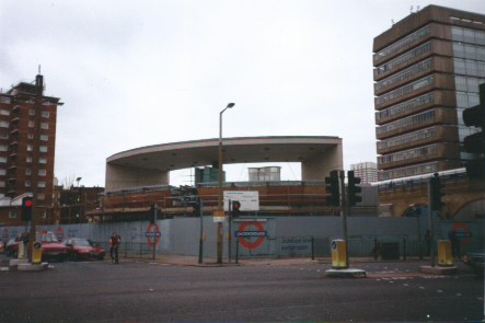 Southwark Jubilee Line Underground being built early 1999. Photo Tim Robson