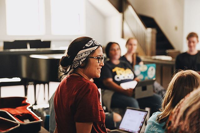 Summer intern Marian Escio enjoying her first time at @emergingsound camp this week! Her first writing session group included @peopleandsongs artists @jennieleeriddle, @kadenslaymusic, and @crystalyatesmusic, and many other #TEScamp students. @marz_barz123 loved learning from her teachers and seeing the collaboration of ideas come together into a song. #Peopleandsongs #TES40wk #EmergingSound