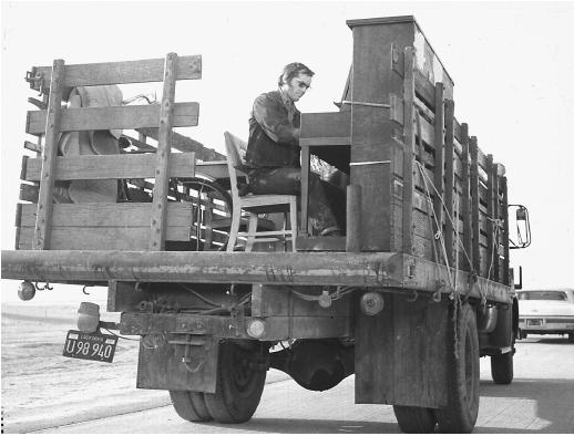 Photo of Jack Nicholson in Five Easy Pieces Courtesy of putablueribbononmybrain