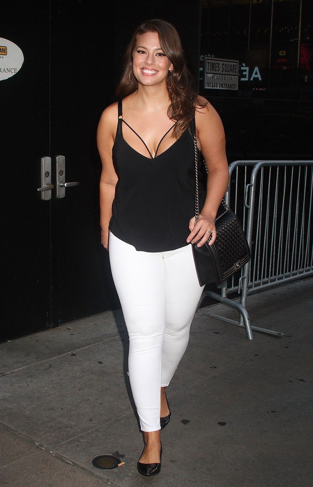 Ashley Graham in higher rise white jeans; image via Pinterest.