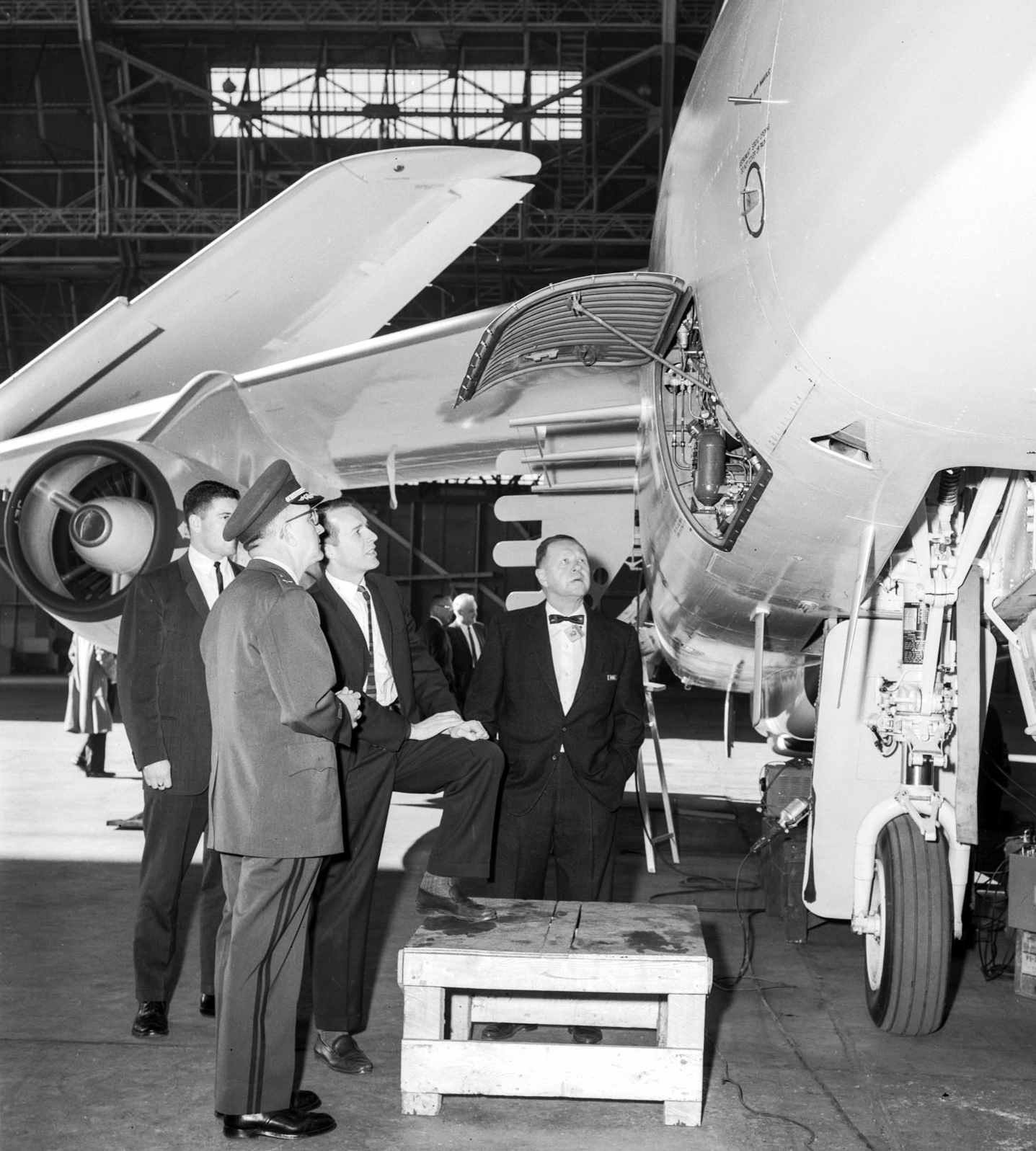Perry and his Sylvania collegues join General J.J. David at Moffett Field to inspect the airborne telemetry intercept system deployed in Turkey and Pakistan, 1962.