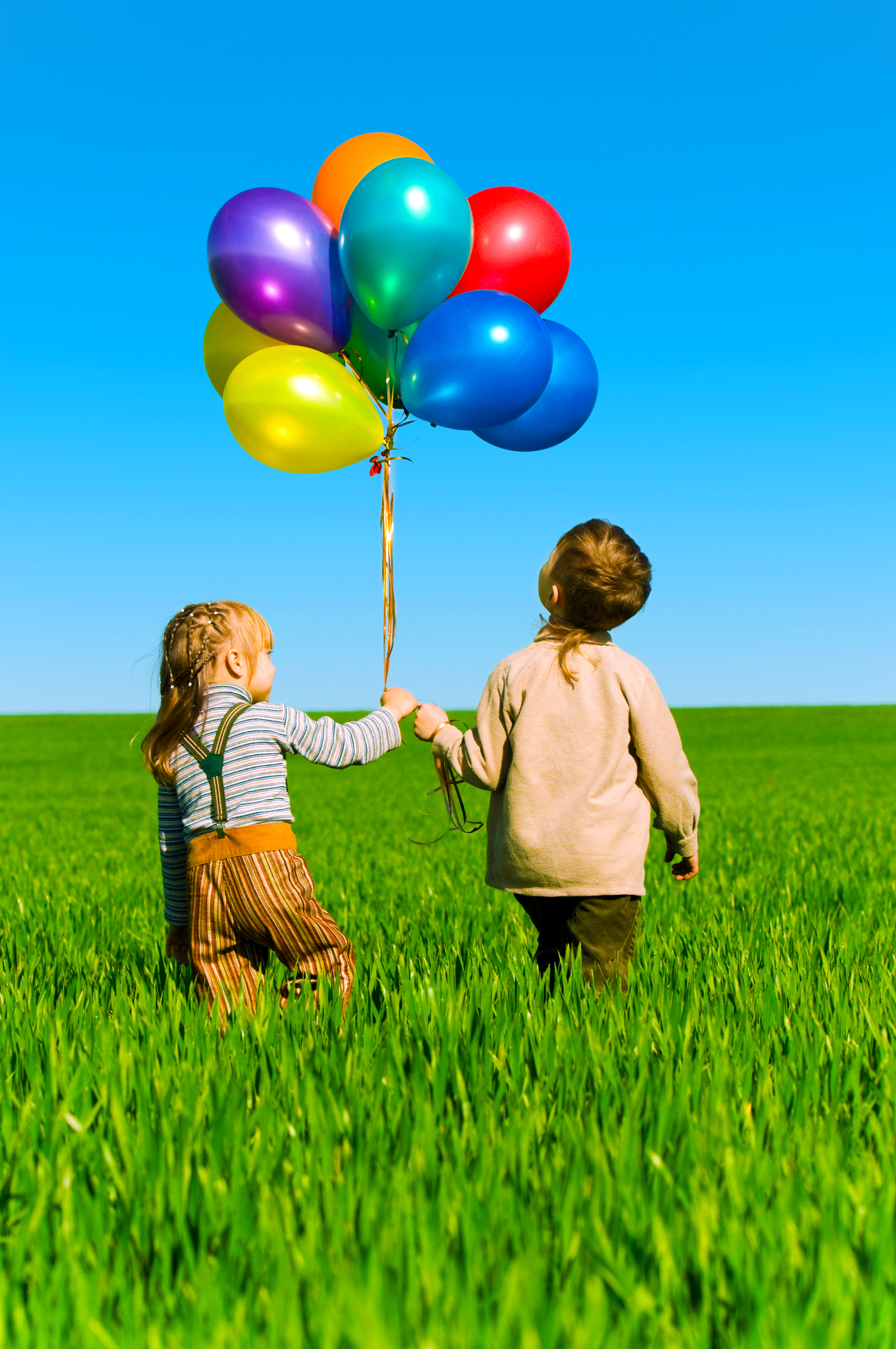 This Sabbath, Pastor Jenn Ogden speaks on the theme of inter-generational mentorship. The balloons on the platform are important symbols of these important encounters.