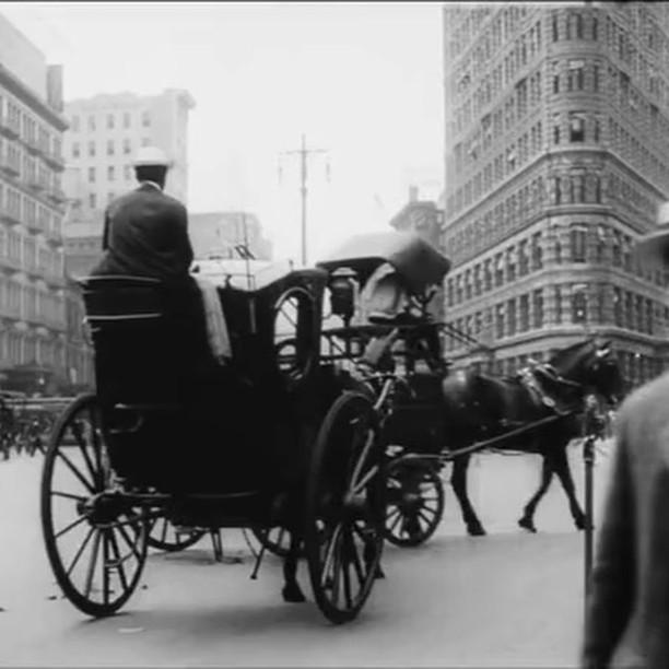 Past & present #nyc #nychistoricbuildings #nychistory #flatiron #iloveny #nicenewyorkers #nicenyc #streetphotography