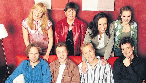 Käenpesä  MTV3 2003-2004  1. tuotantokausi, 40 x 43min Pääkirjoittaja  Tuotanto: Helsinki -filmi (käsikirjoitukset)/ Zodiak Television