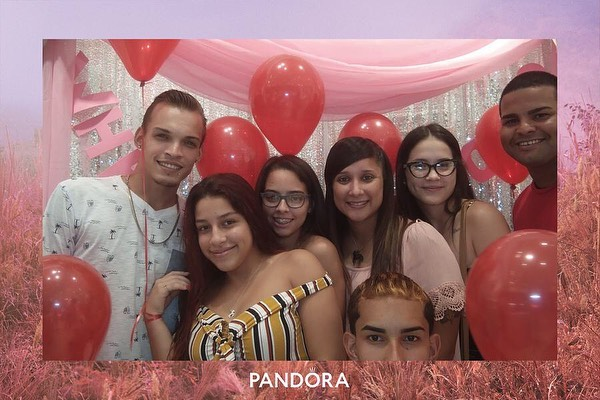 Our Saturday was all pink! 💕 Very excited to have worked with our friends @theofficialpandora to launch their new look!  We had our PixiTABs in 38 stores all over the US and created a memorable photo experience for anyone who showed up.  #getpixilated #photoboothrental #photoexperience #pandorajewelry #brandactivation #brandlaunch #experientialmarketing