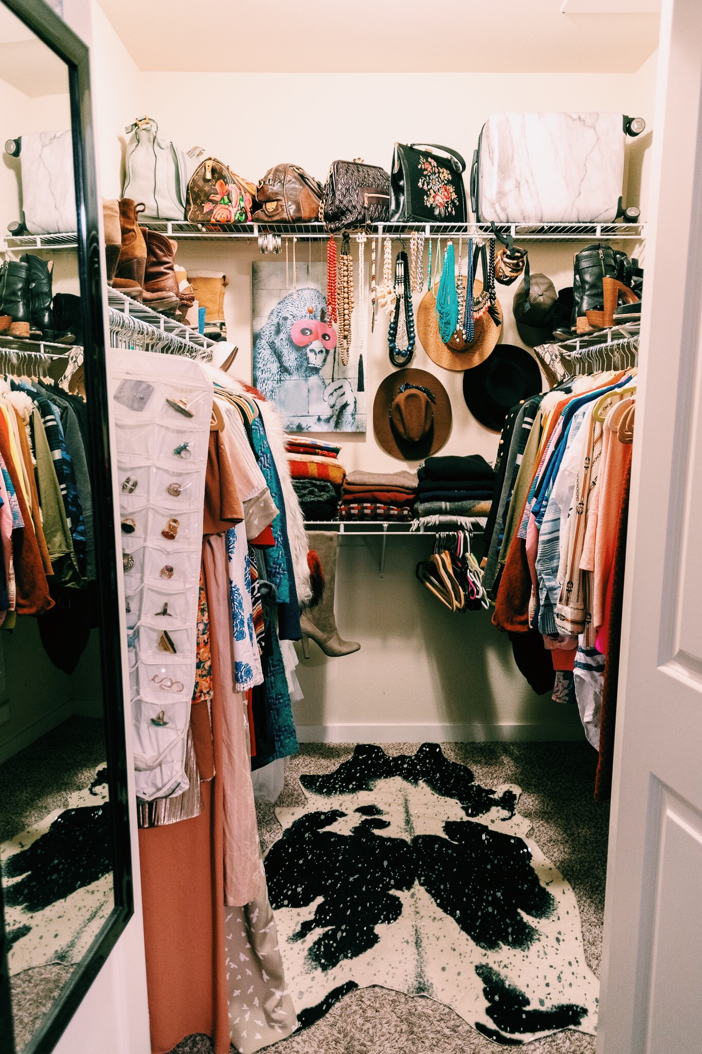 Raquel Greer Gordian teaches Austin women how to organize their closets in a way that is easy to navigate.