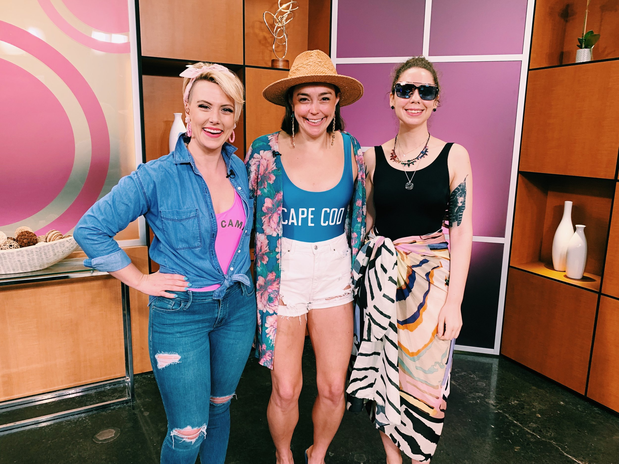 Raquel visited Studio 512 to teach you how to put together a poolside look you'll love this summer.