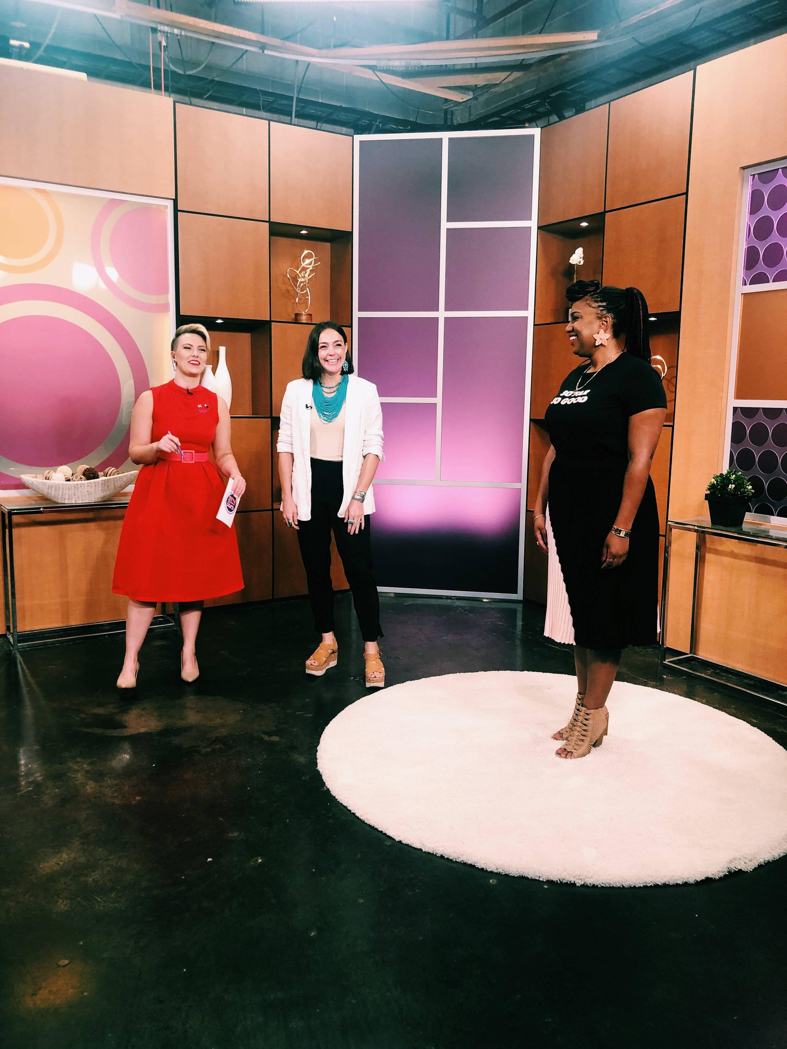 Raquel Greer Gordian visits Studio 512 to chat all about how to survive the summer heat at work in style. Whether you're a woman who loves to wear dresses, skirts, or pants, Raquel has fresh ideas and easy tips to try with your work wardrobe all summer.