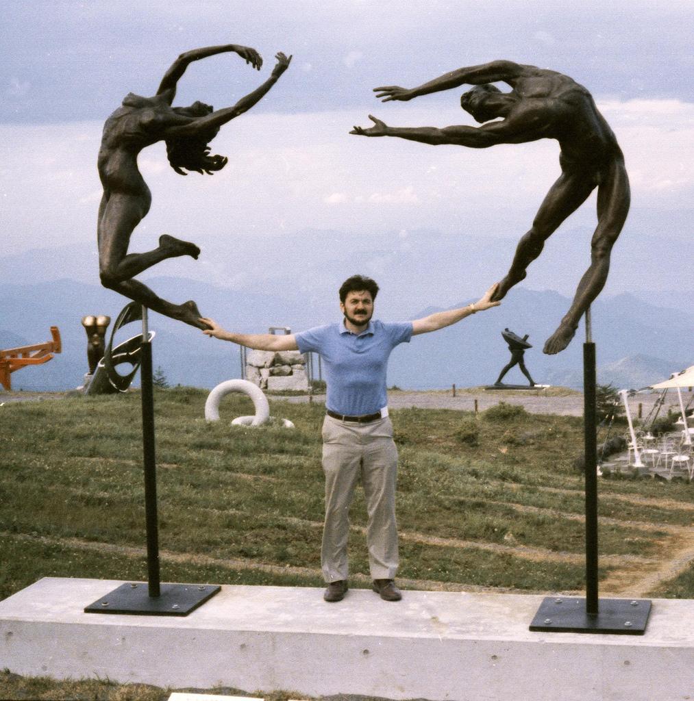 Reaching (Japan), public sculpture