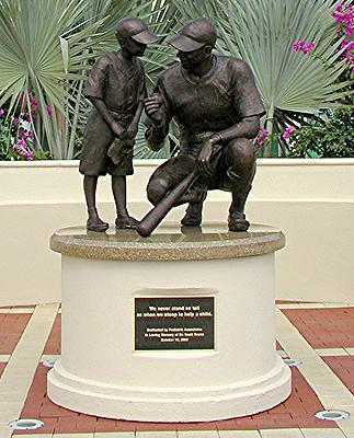 Joe DiMaggio, public sculpture