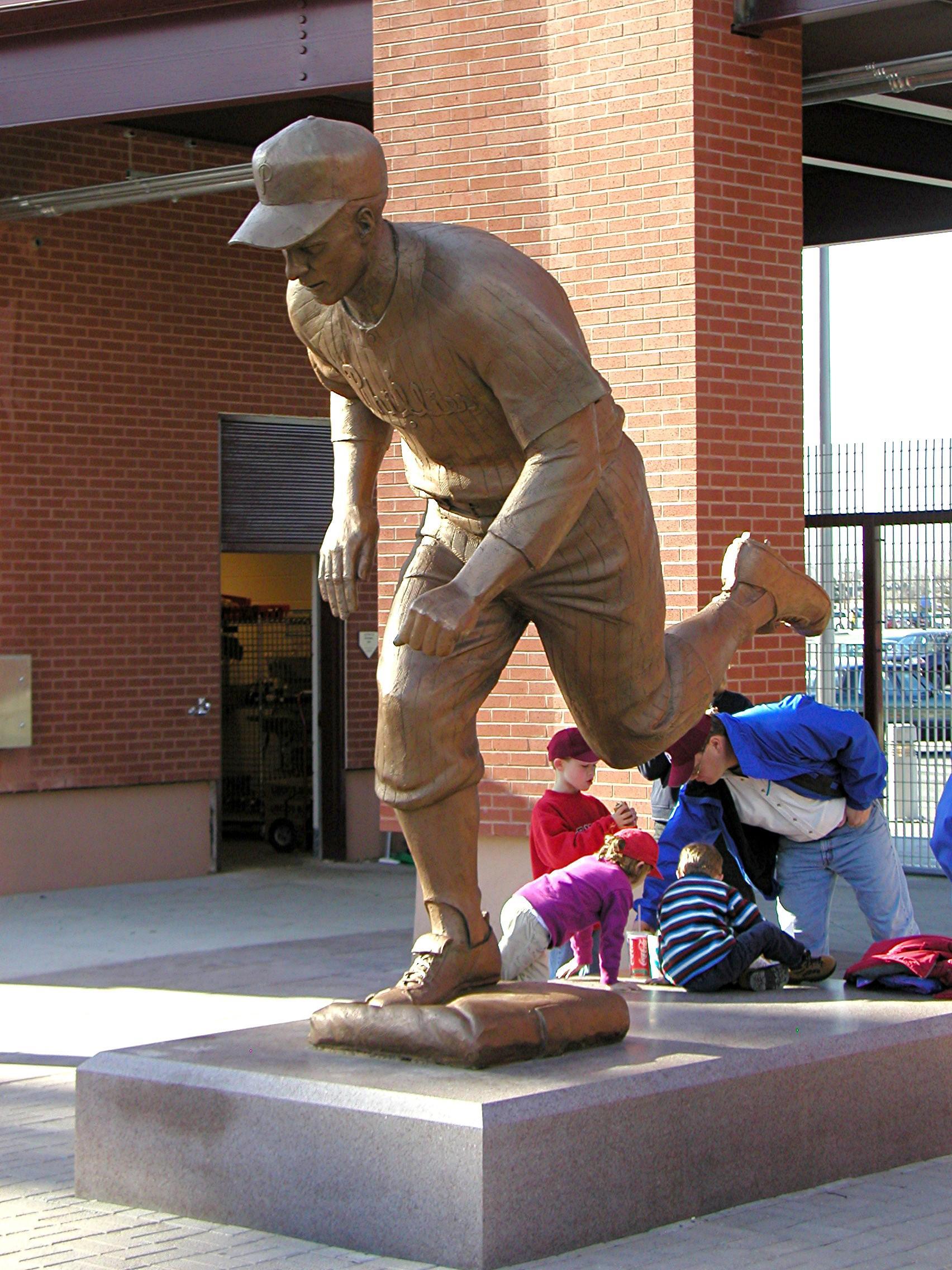 Richie Ashburn, public sculpture