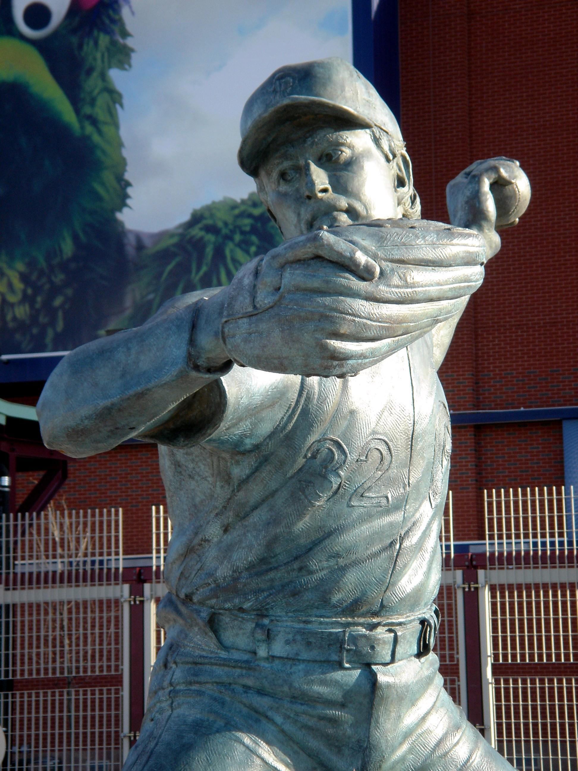 Steve Carlton, public sculpture