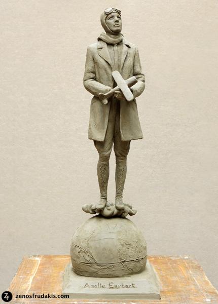Amelia Earhart, portrait statue