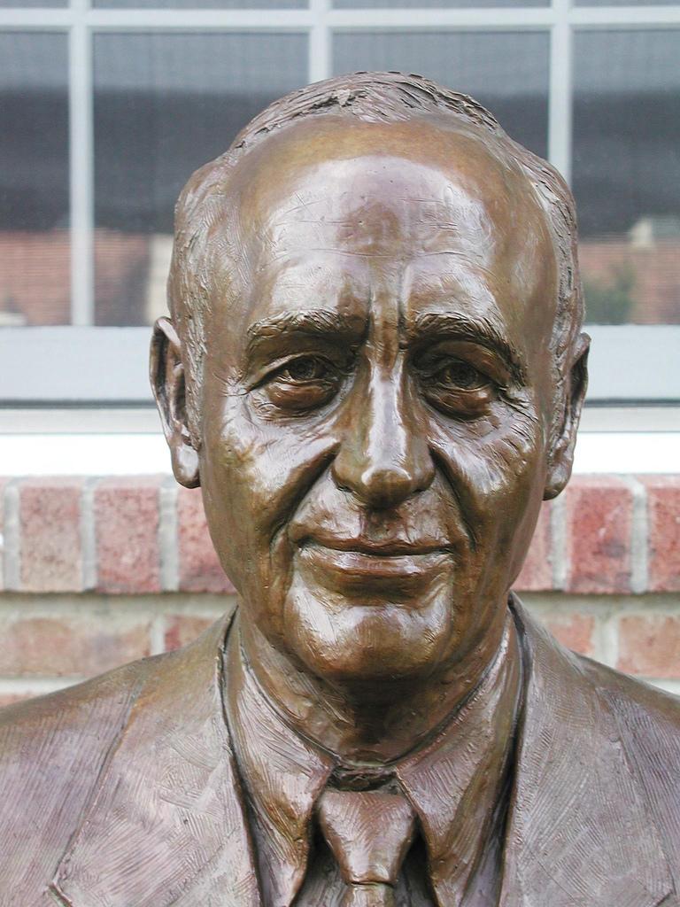 Anthony Exposito, portrait sculpture