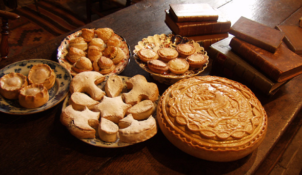 Mince pies in Medieval designs from the culinary history website  Historicfood.com .