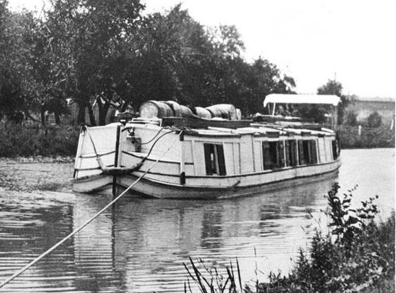 canal boat.jpg