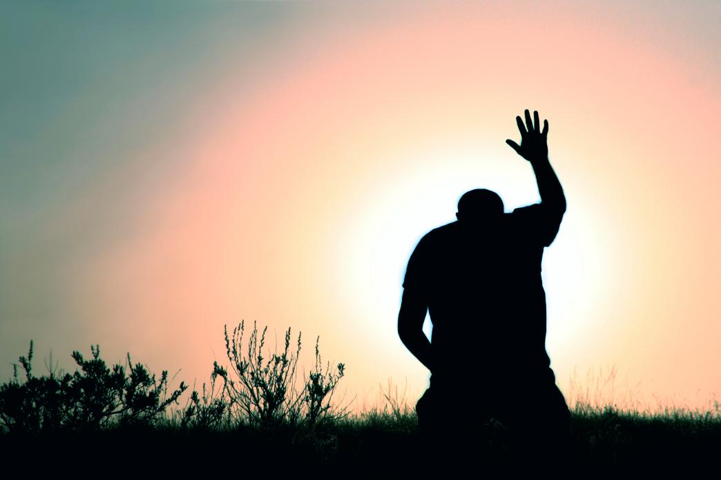 man-on-knees-praising-god-15086091.png
