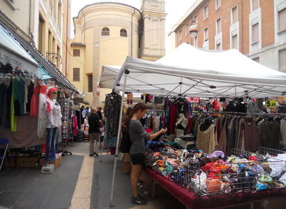 Clothing+Market.jpg