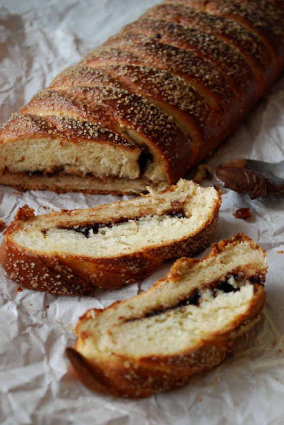 a.+braided+chocolate+hazelnut+bread+2.jpg