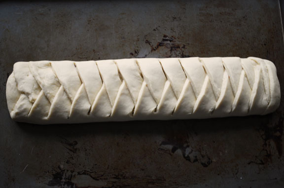 a.+braided+chocolate+hazelnut+bread+13.jpg