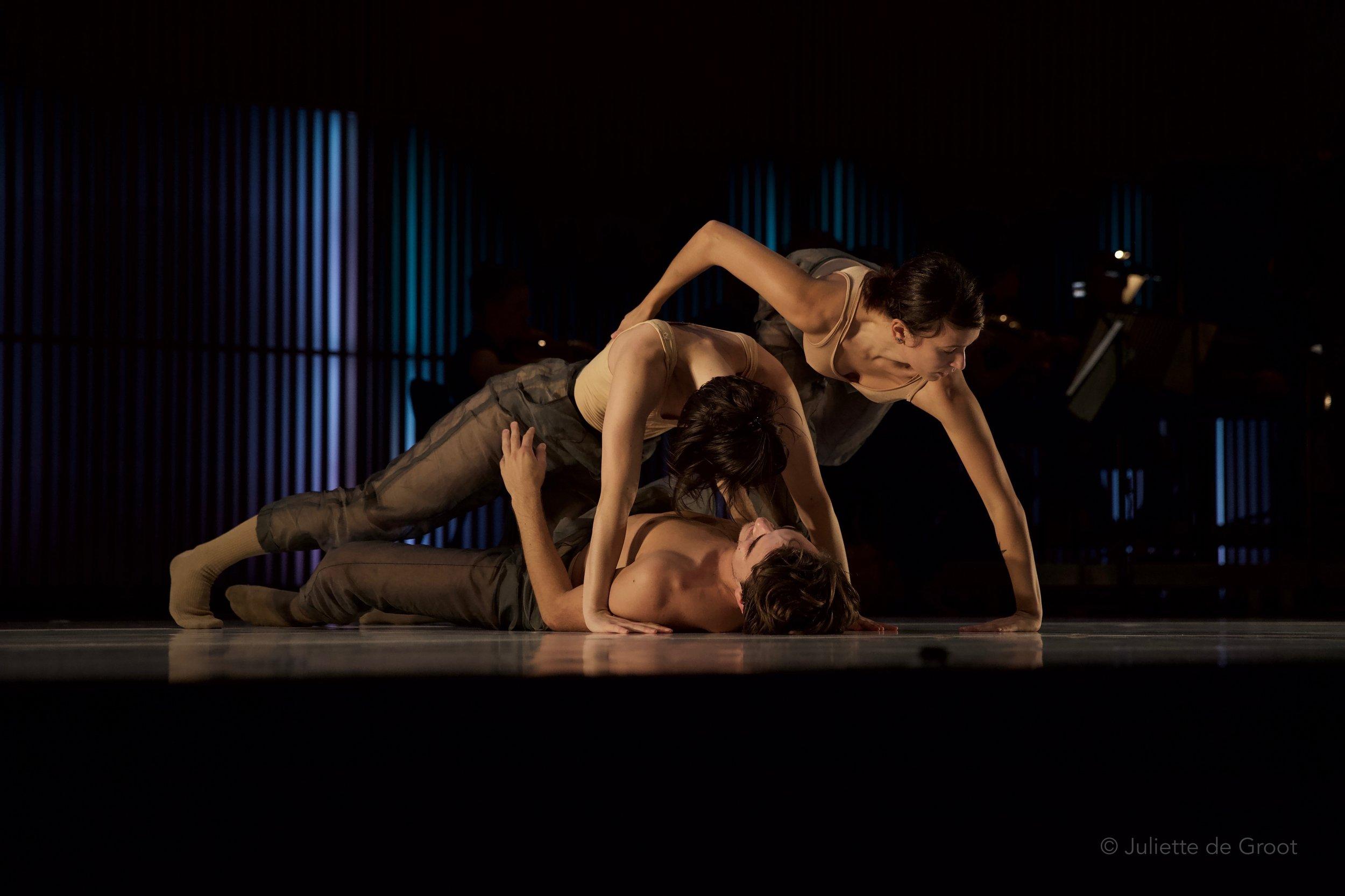 Dancers Erika Poletto, Sophie Vergeres, Frederik Kaijser 'Stabat Mater' Photography ©Juliette de Groot
