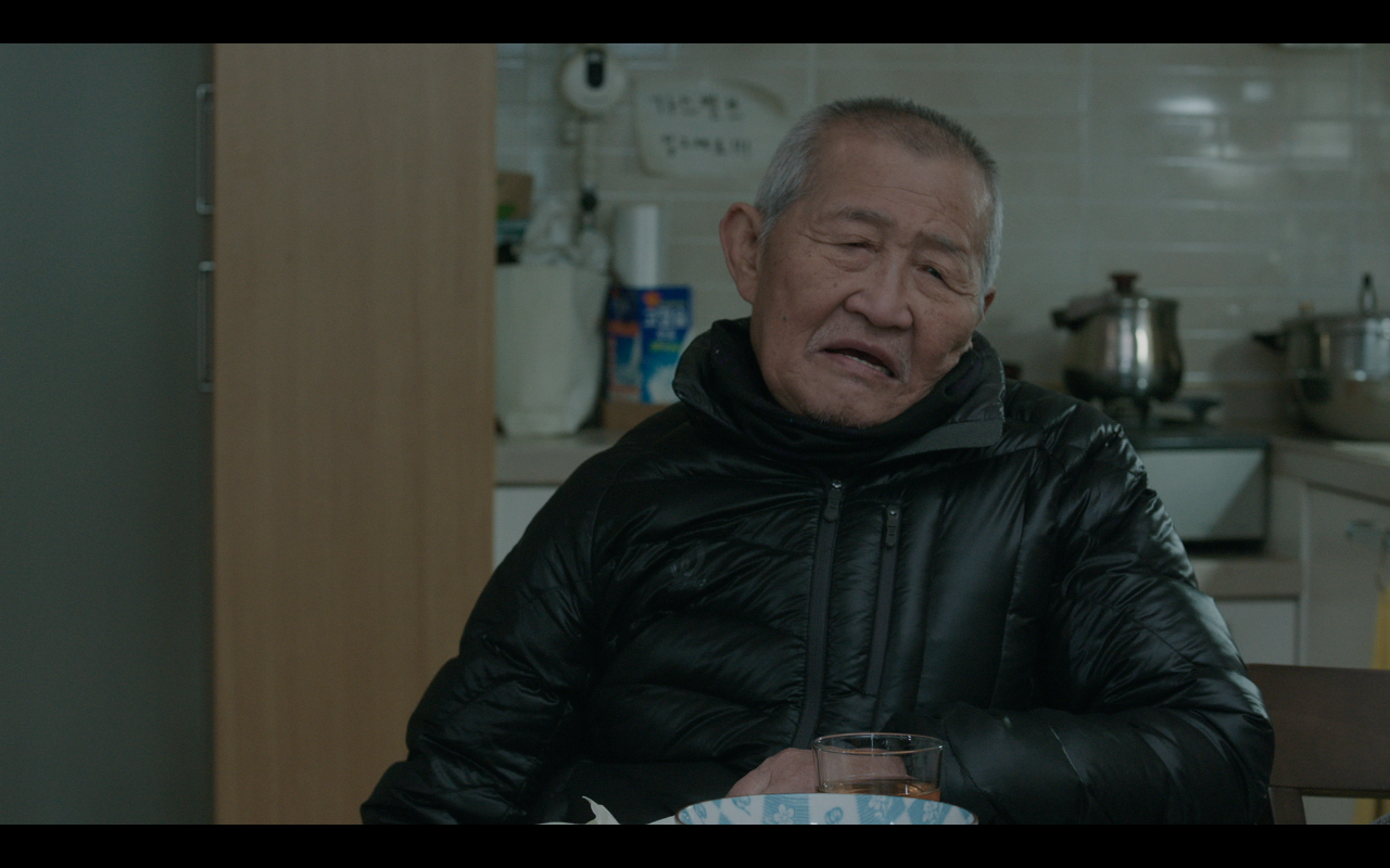 Family_Filmstills_Kim_table2.png