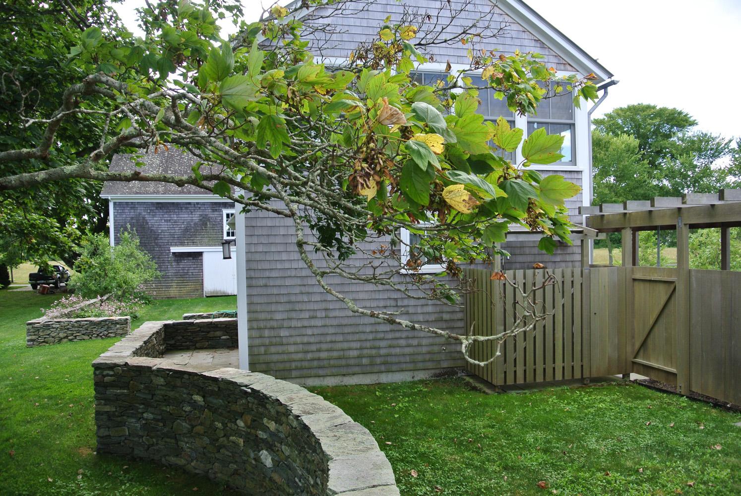 John de Lellis Gardens 106.jpg