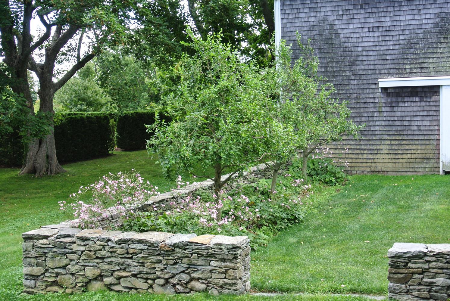 John de Lellis Gardens 107.jpg