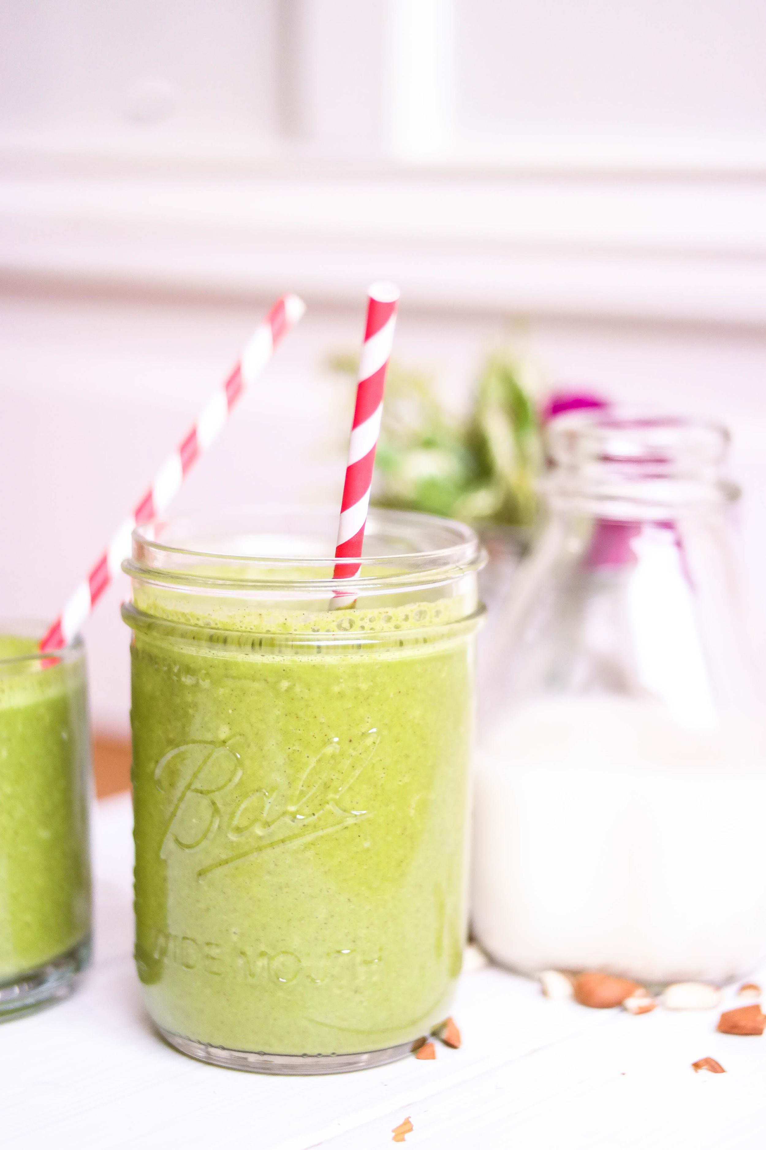 2-Green-Vanilla-Smoothie | www.8thandlake.com