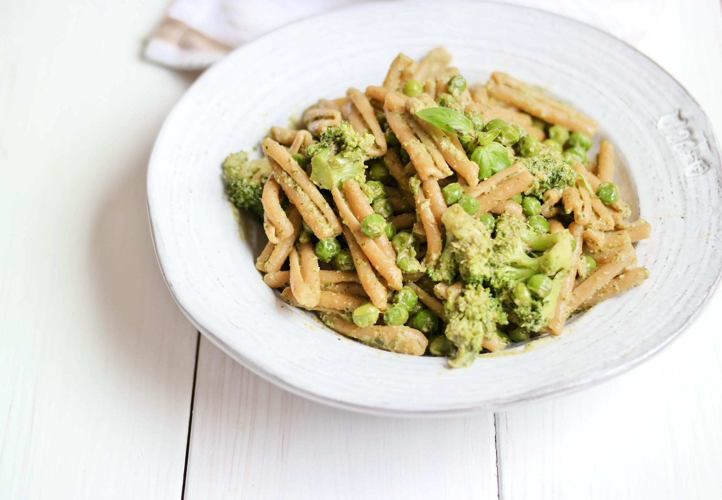 Pesto-Pasta-with-Peas-and-Broccoli | www.8thandlake.com