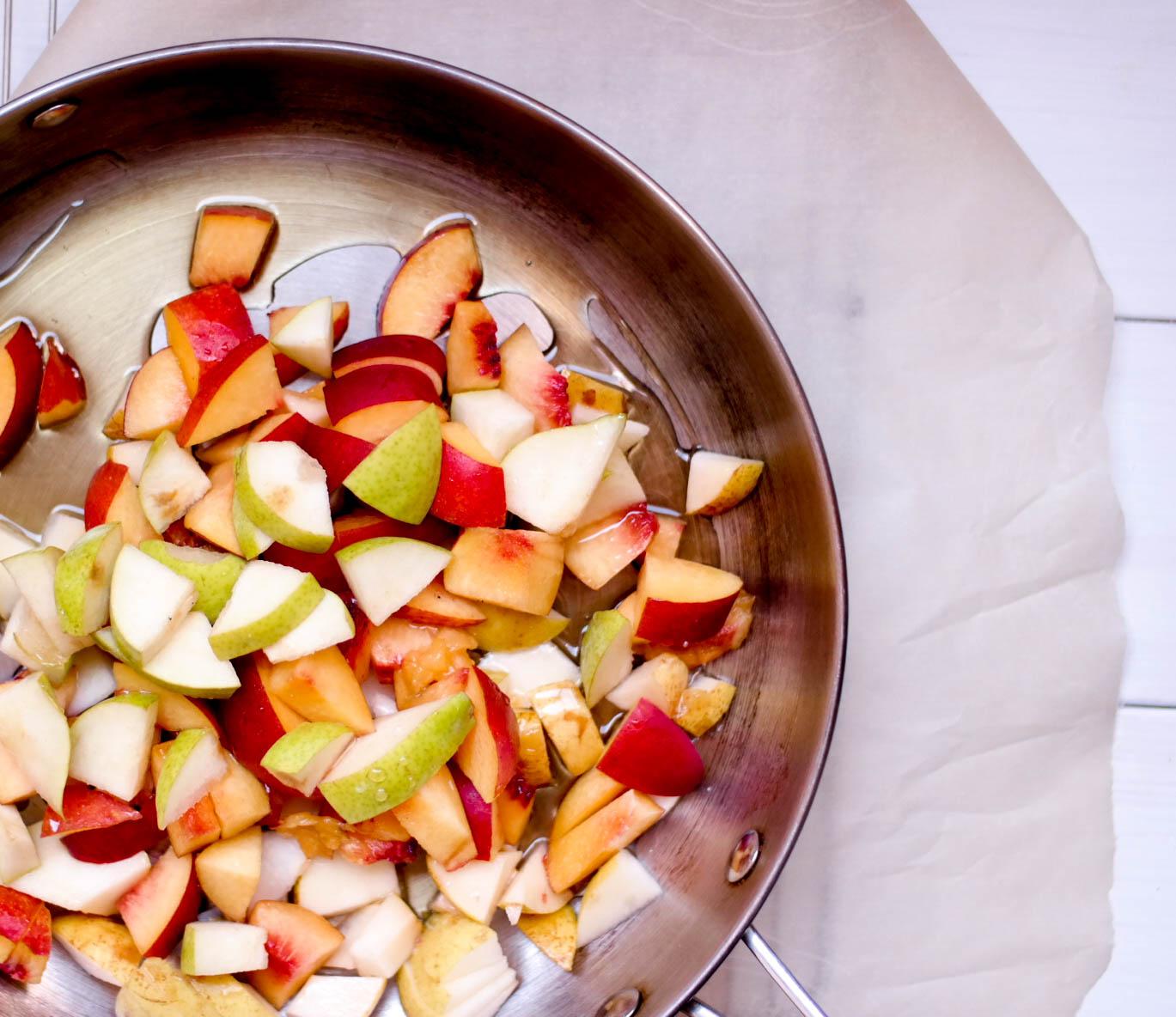 2-Nectarine-and-Pear-Crumble | www.8thandlake.com