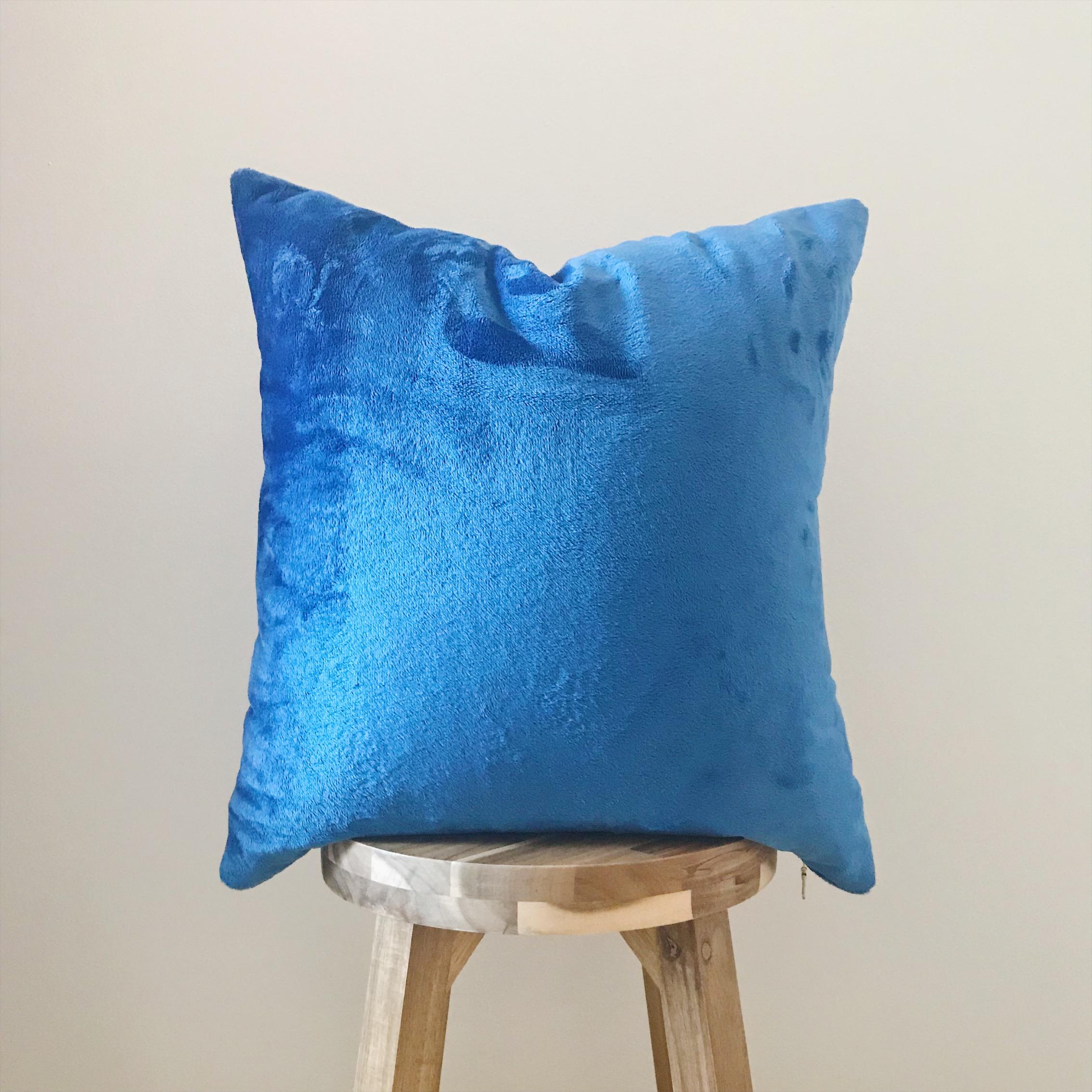 """BLUE FUR -18x18"""""""