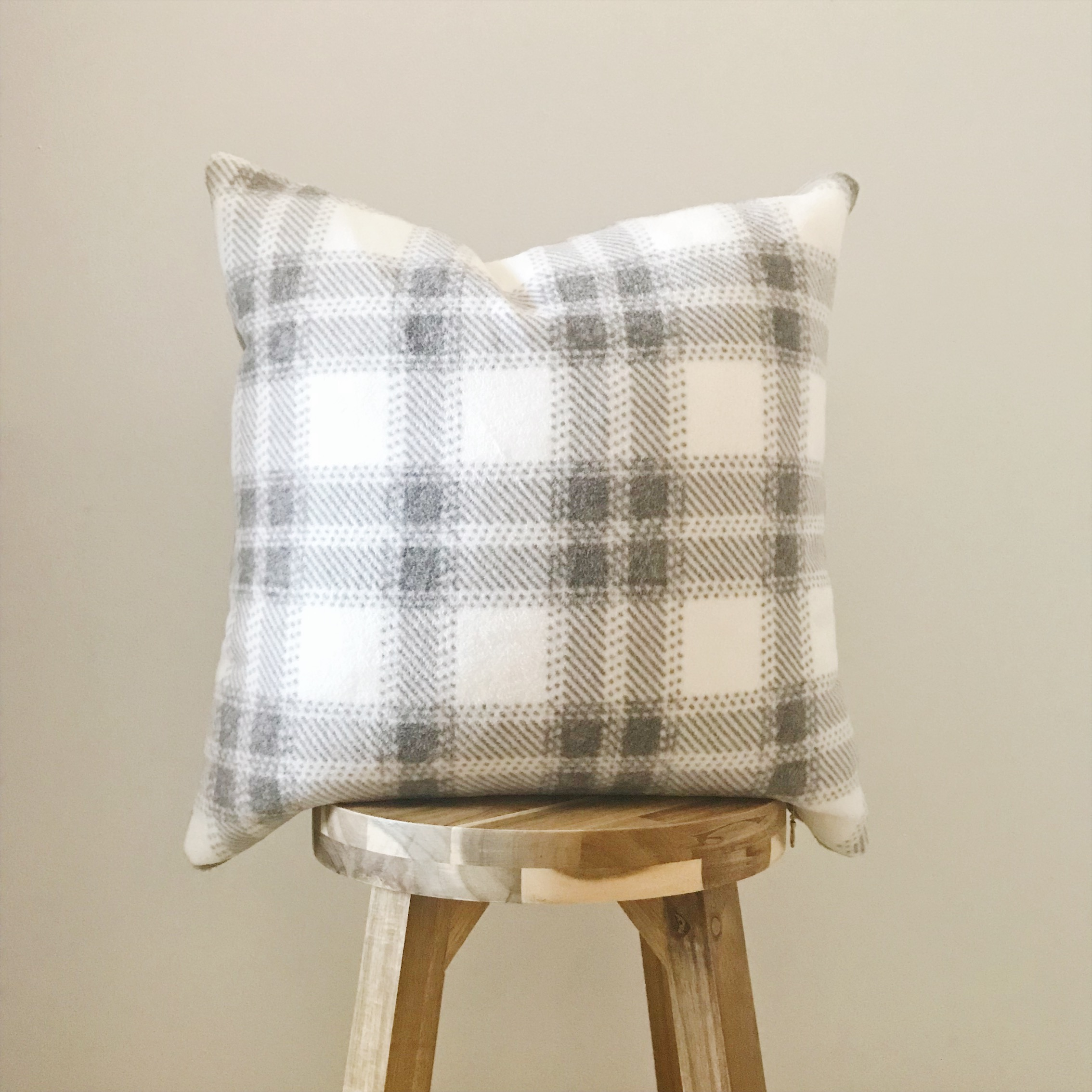 GRAY PLAID - 18x18""