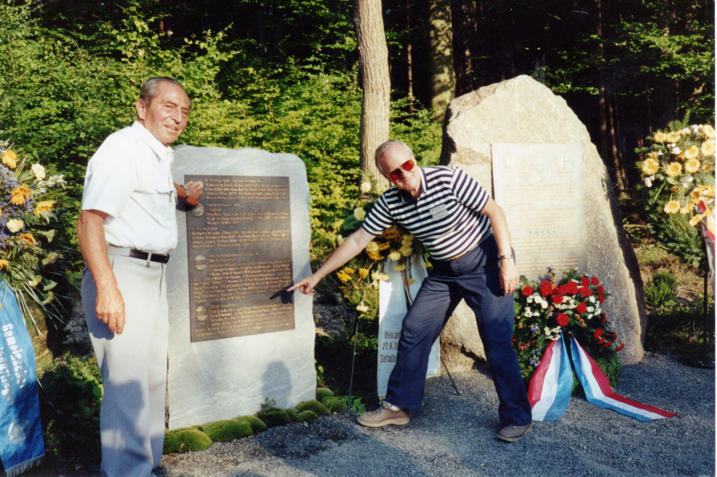 Pappenberg and Dewey point to names on Memorial