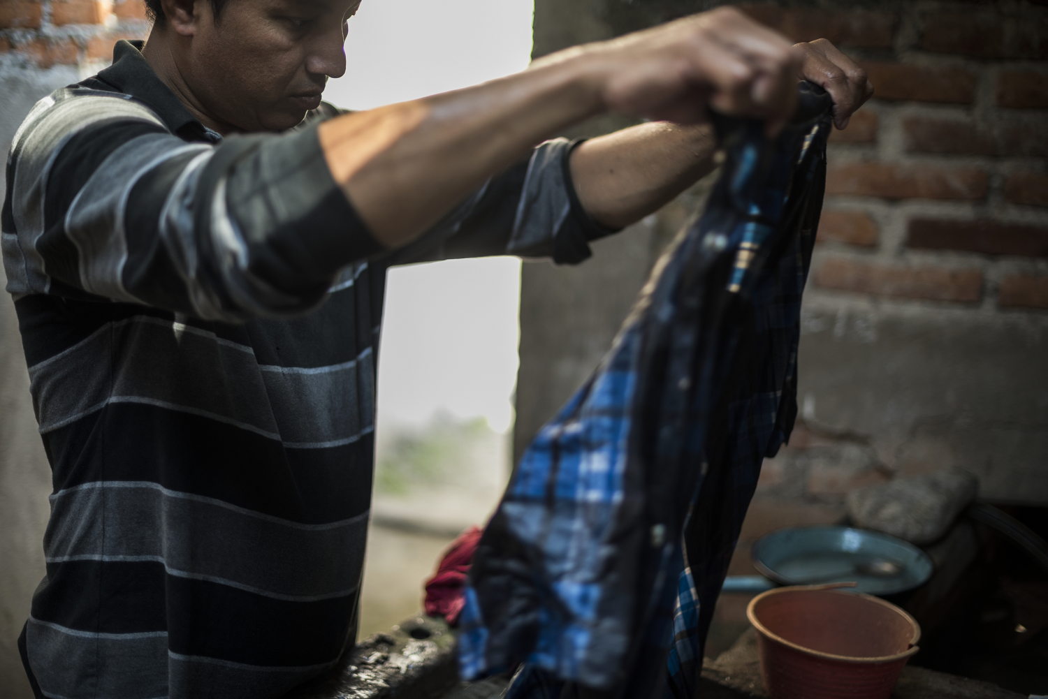 One of the homes where Danilo stays is owned by a Central American man who has lived in Tapachula for years. Danilo stays there for free but washes clothes during the day to earn his place. The house is one room and Danilo sleeps on the floor with two other Central American refugees.