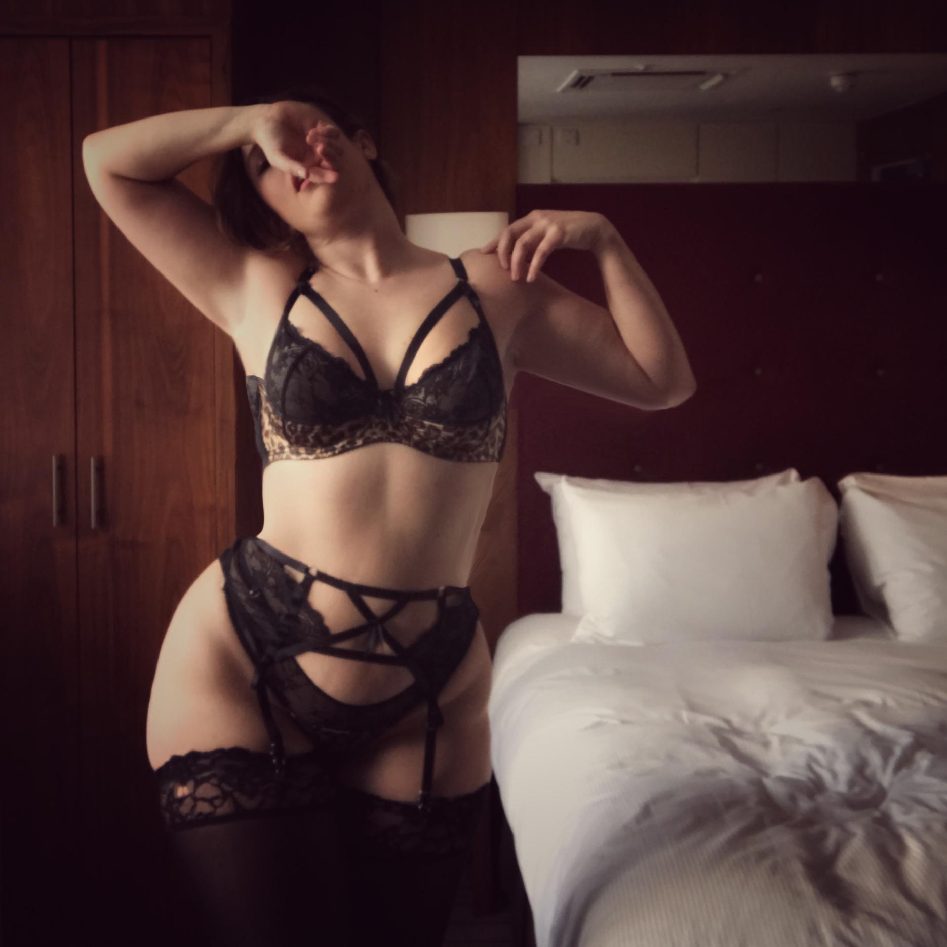 Ivy Grace | Curvy Courtesan | Selfie Library