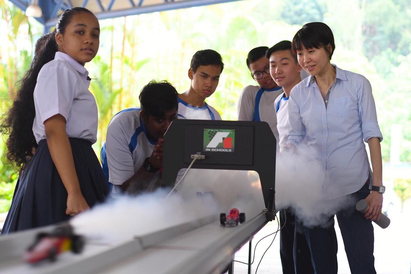 Training in Schools - Singapore - Yusof Ishak - F1 in Schools 04