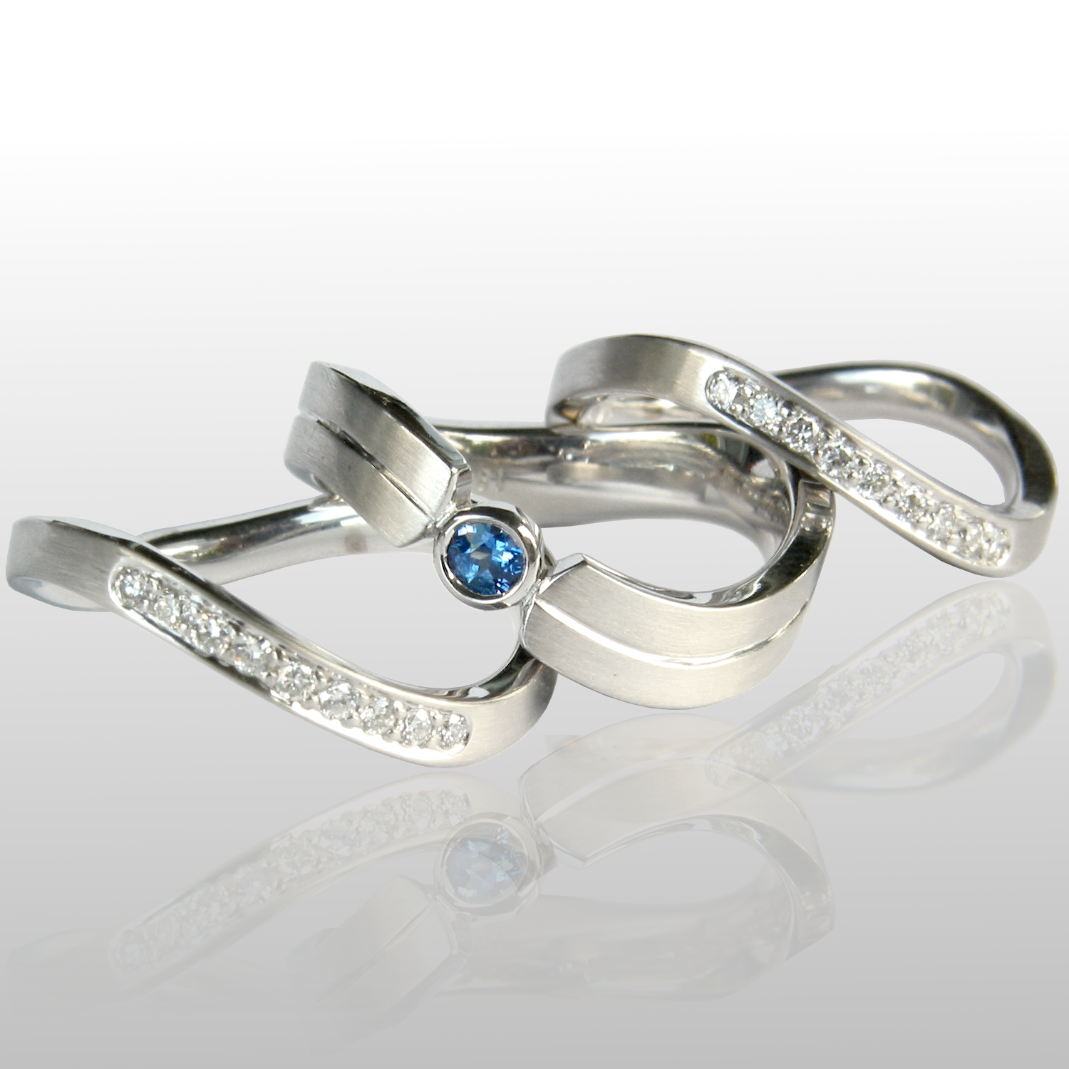 Contemporary platinum wedding band set 'Synergy' with blue sapphire and diamonds by Pratima Design Fine Art Jewelry
