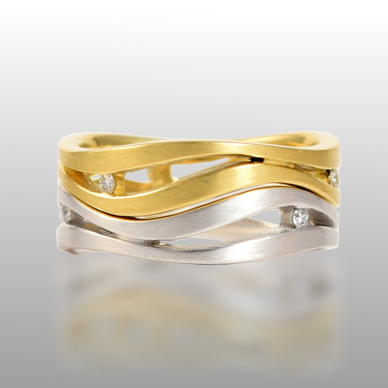 Wedding ring set 'lamello' in 18k gold or platinum by Pratima Design Fine Art Jewelry Maui