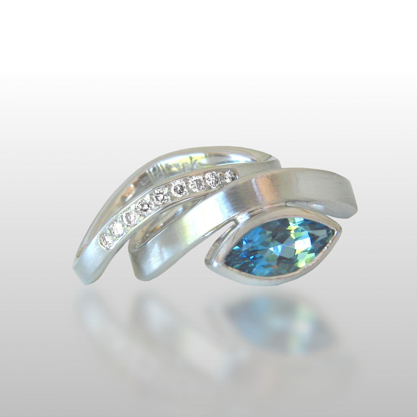 Contemporary 18k white gold wedding band set 'Synergy' with aquamarine and diamonds by Pratima Design Fine Art Jewelry