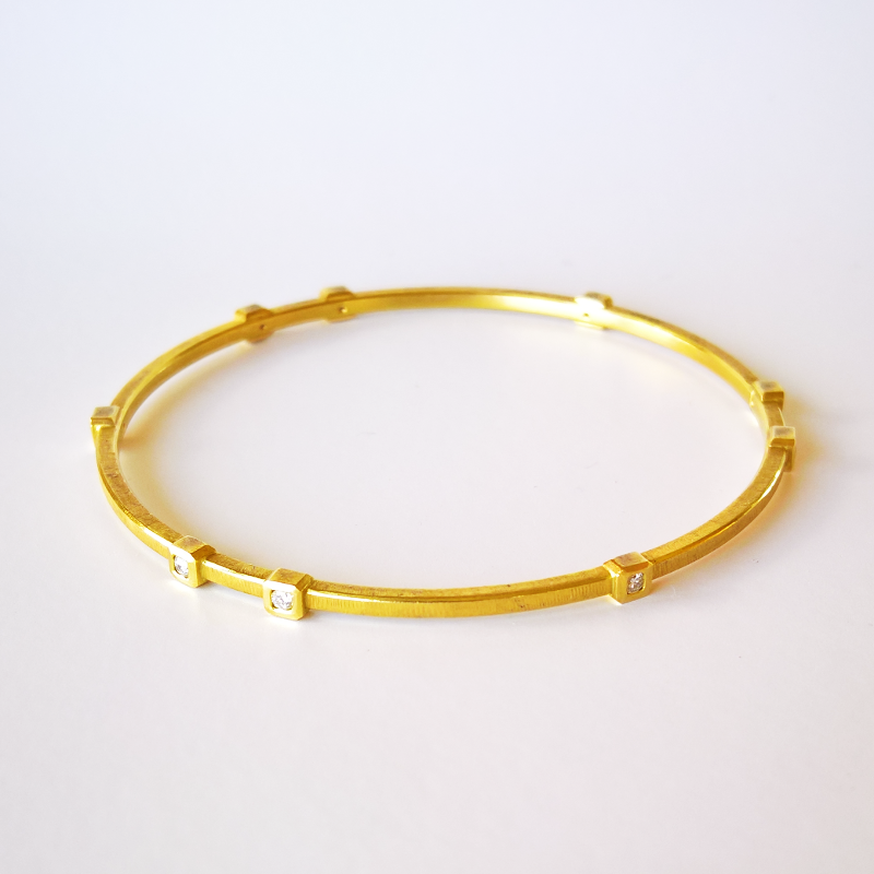 18k Gold Diamond Bangle 'Momenti' by Pratima Design Fine Art Jewelry Maui