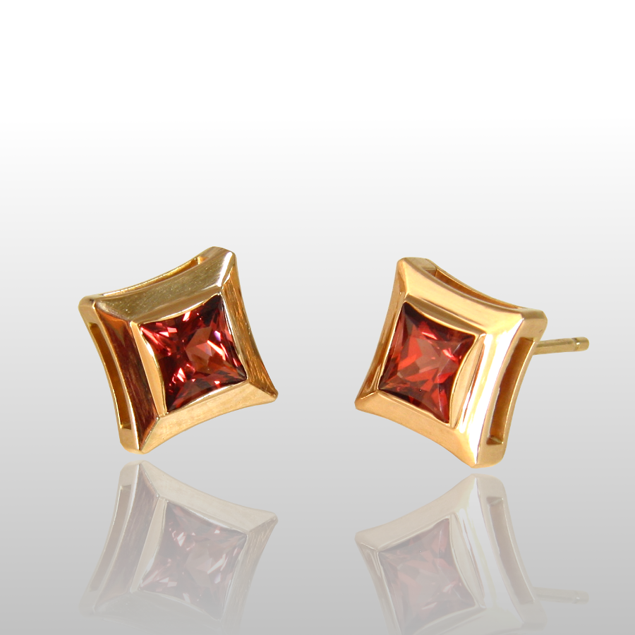 Ear Studs 'Caro' in 18k Gold with Malayan Garnets by Pratima Design Fine Art Jewelry Maui, Hawaii